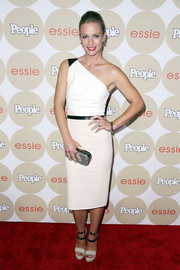 A.J. Cook went for a modern feel with this black-and-white one-shoulder dress when she attended People's Ones to Watch party.