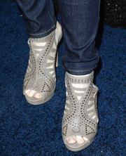 Fiona Gubelmann wore a fierce pair of studded gray gladiator heels to the People StyleWatch Denim Awards.