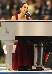 Alicia Keys sang the national anthem at the 2013 Super Bowl in a gold and diamond Marina B choker necklace.