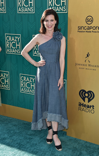 Perrey Reeves Denim Dress [crazy rich asians,crazy rich asiaans,clothing,dress,shoulder,premiere,cocktail dress,footwear,carpet,red carpet,flooring,shoe,premiere - arrivals,perrey reeves,california,hollywood,warner bros. pictures,tcl chinese theatre imax,premiere]