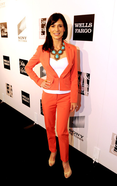 Perrey Reeves Clothes