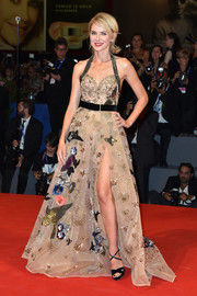 Naomi Watts swept us off our feet with this playfully embellished nude halter gown by Elie Saab that she wore to the Venice Film Festival premiere of 'The Bleeder.'