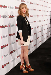 Taryn is right on trend in a black blazer over her cocktail dress at the Rolling Stone Awards.