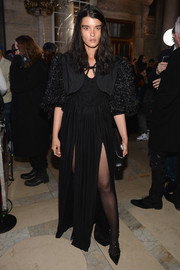 Crystal Renn completed her outfit with a pair of studded black pumps.