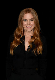 Isla Fisher showed off gorgeous center-parted waves at the photocall for 'Nocturnal Animals.'