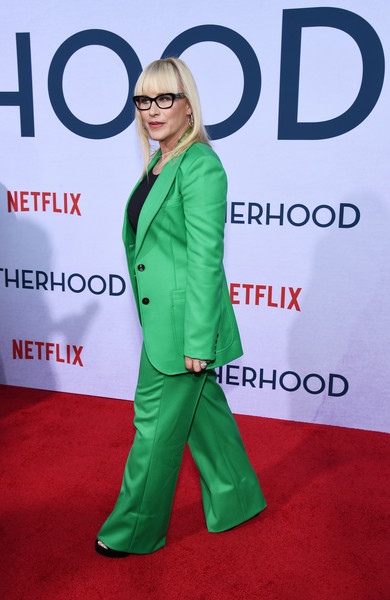 More Pics of Patricia Arquette Buckled Purse (3 of 8) - Buckled Purse Lookbook - StyleBistro [green,carpet,red carpet,premiere,flooring,outerwear,suit,event,formal wear,banner,patricia arquette,photo call,california,hollywood,egyptian theatre,netflix,otherhood,photo call]