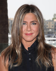 Jennifer Aniston sported a long layered cut at the 'Murder Mystery' photocall.