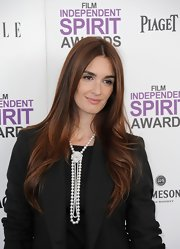 Paz Vega wore her ultra-long hair parted down the center and swept over her shoulders at the 2012 Independent Spirit Awards.
