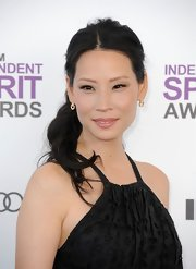 Lucy Liu arrived at the Independent Spirit Awards wearing a soft peachy-pink lipstick.