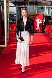 Natalie Dormer tied her look together with a black envelope clutch.