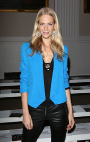 Poppy Delevingne wore a striking blue blazer for the Pinghe catwalk show in London.