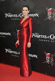 Penelope Cruz matched the shine of her metallic red gown with a crimson gemstone adorned clutch.