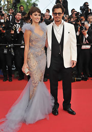 Penelope Cruz teamed her glamorous red carpet gown with a silver crystal Power clutch by Swarovski.