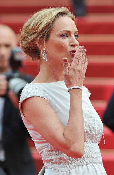 Uma Thurman wore a pair of diamond chandelier earrings set in 18-karat white gold. It was the perfect accent to her elegant updo.