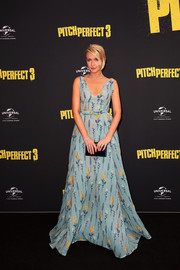 Anna Camp polished off her look with a Judith Leiber satin clutch in an inky shade of blue.