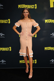 Ksenija Lukich was summer-chic in a nude off-the-shoulder dress with a ruffled hem and sleeves at the Australian premiere of 'Pitch Perfect 3.'
