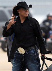 Hines Ward arrived in Texas wearing a black cowboy hat.