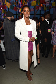 Kelly Rowland arrived for the Prabal Gurung Spring 2019 show wearing a bold-shouldered white trenchcoat from the label.