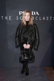 Melissa George accessorized her tough-chic outfit with an ultra-elegant black crocodile tote.
