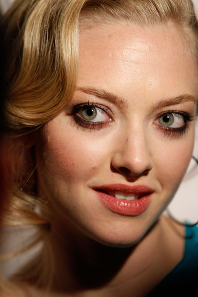 Amanda seyfried tits close up photo