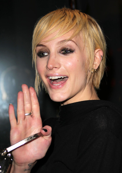 ashlee simpson short hair. Actress Ashlee Simpson attends