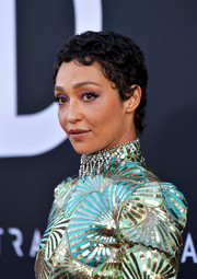 Ruth Negga's purple eyeshadow made a lovely contrast to her turquoise and mint-green outfit.
