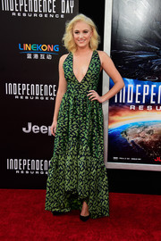 Maika Monroe bared her cleavage in this plunging green halter gown for the premiere of 'Independence Day: Resurgence.'