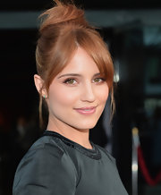 To keep her face glowing, Dianna Agron topped off her look with a soft glossy pink and beige lip.