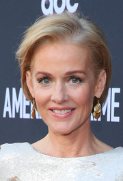 Penelope Ann Miller looked breezy with her short bob at the premiere of 'American Crime.'