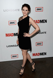 Alison Brie finished off her futuristic look with a pair of black platform sandals featuring striped ankle straps.