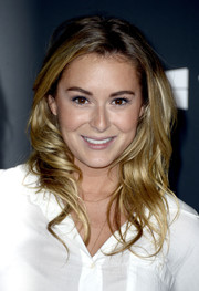 Alexa Vega wore her hair in face-framing waves when she attended the premiere of 'The Walking Dead' season 4.