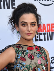 Jenny Slate dolled up her look with a pair of gemstone drop earrings.