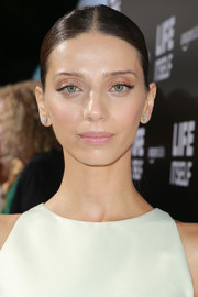 Angela Sarafyan sported a slicked-down ponytail at the premiere of 'Life Itself.'