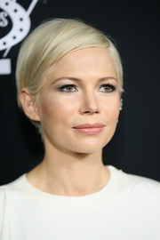 Michelle Williams attended the premiere of 'Manchester by the Sea' wearing her signature short side-parted cut.