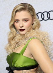 Chloe Grace Moretz channeled Old Hollywood with this wavy 'do at the premiere of 'Suspiria.'