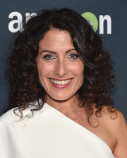 Lisa Edelstein wore a mass of tight curls at the premiere of 'Transparent' season 2.