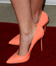 Andrea Bowen added a dose of feminine color to her look with a pair of peach pumps when she attended the 'Bridegroom' premiere.