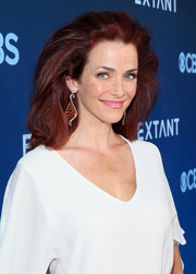 Annie Wersching rocked big, windblown hair at the premiere of 'Extant.'