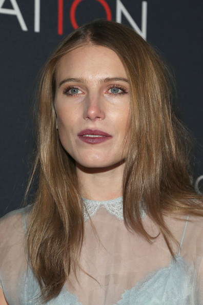 Dree Hemingway wore a simple straight 'do when she attended Canon's Poject Imaginat10n Film Festival.