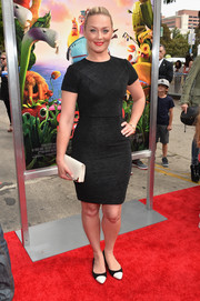 Elizabeth Rohm completed her no-frills ensemble with a pair of pointy black-and-white cap-toe flats.