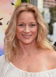 Teri Polo went to the premiere of 'Cloudy with a Chance of Meatballs 2' wearing a casual yet lovely wavy 'do.