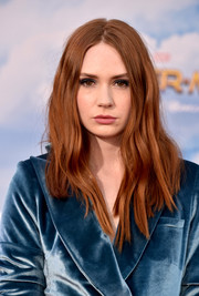 Karen Gillan attended the premiere of 'Spider-Man: Homecoming' wearing a wavy center-parted 'do.