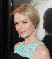 Kate Bosworth was pretty in pastels, pairing pink dangling earrings by Irene Neuwirth with her turquoise dress.