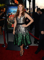 Kate Walsh chose this silver and green A-line, printed frock for her sleek and contemporary red carpet look.