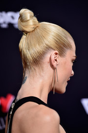 Jaime King pulled her back into a tight, twisted bun for the 'Sin City: A Dame to Kill For' premiere.