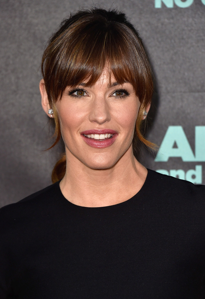 Jennifer Garner S Ponytail With Rounded Bangs Chic Long