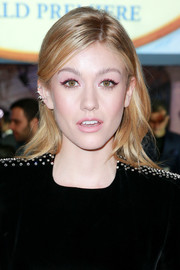 Katherine McNamara sported a casual wavy hairstyle at the premiere of 'Mary Poppins Returns.'