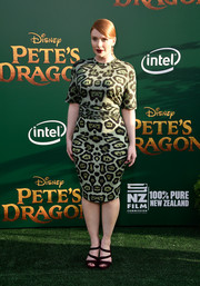 Bryce Dallas Howard contrasted her green dress with burgundy strappy sandals by Prada.