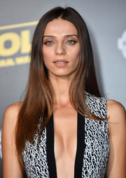 Angela Sarafyan stuck to her usual long center-parted style when she attended the premiere of 'Solo: A Star Wars Story.'