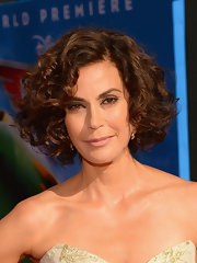 Teri Hatcher's bouncy curls had volume and dimension, which added life to her red carpet look.